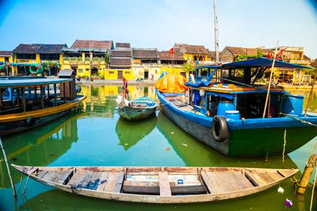 Hamn och båtar i Hoi An, Vietnam