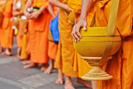 Munkar i Laos huvudstad Luang Prabang